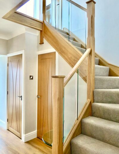 Inline Glass with Chamfered Newel Posts in Oak