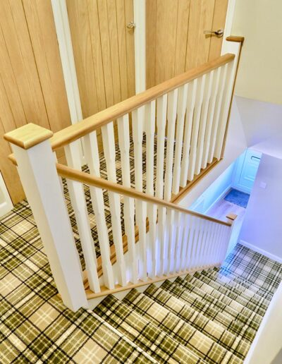 Oak Handrails with White Posts and Spindles